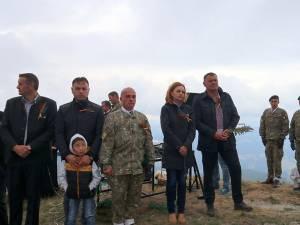 Pelerinaj la crucea-monument de pe vârful muntelui Ouşorul (1639 m) din Munţii Suhard