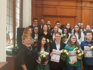 20 de elevi care au excelat la examenele naționale din acest an au fost felicitați luni