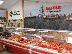Produsele Raitar în noile galantare ale magazinului deschis la Gura Humorului, în incinta pieţei