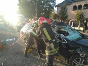 Operatiuni de descarcerare pentru extragerea victimei din autoturism, la Bivolarie
