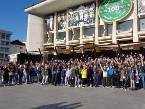 Voluntarii campaniei de curatenie, adunati in centrul Sucevei