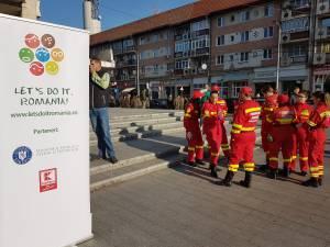 Voluntarii campaniei de curatenie, adunati in centrul Sucevei 3