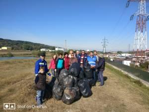 Voluntarii din cadrul SGA Suceava au adunat aproape 300 de saci de deșeuri de pe cursurile râurilor Suceava, Bistrița și Moldova