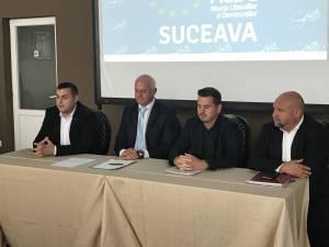 Președintele interimar al ALDE Suceava, Ovidiu Milici, alături de o parte din conducerea județeană a partidului