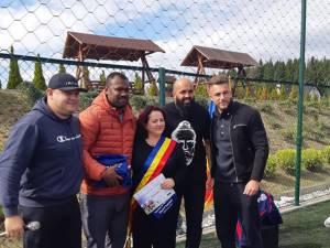 Primarul Violeta Țăran alături de rugbistul Viorel Lucaci