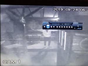 Club din Suceava, spart de un tânăr care a furat bani şi băutură și și-a făcut poze în interior