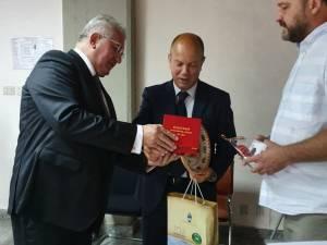 Primarul Sucevei, Ion Lungu și Dan Dura, șeful serviciului Fonduri Europene, la întâlnirea cu conducerea orașul Sassari, din Sardinia-Italia
