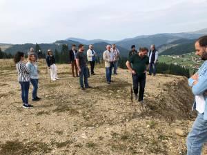 Grupul de inițiativă civică locală din Pojorâta și Daniel Popescu au organizat o vizită de documentare la groapa de gunoi de pe Mestecăniș