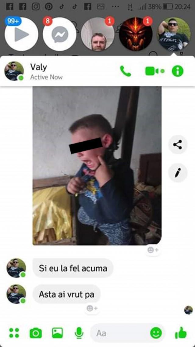 Fotografia în care apare băieţelul căruia i s-a pus la gât un ştreang