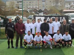 Echipa Cosmos, campioana ediţiei precedente, alături de organizatori