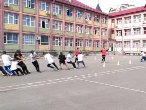 Multă mişcare pe terenul Şcolii Nr. 3