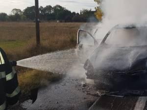 Maşina a fost distrusă în totalitate