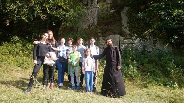 """Copiii din Grupa de Cateheză a Bisericii """"Sfântul Dumitru"""" Suceava au vizitat ținuturile Buzăului și Vrancei"""