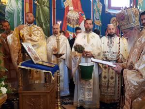 """Pictura bisericii """"Sfântul Gheorghe"""" din Costâna a fost sfinţită"""
