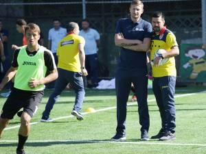 Dorin Goian, alături de selecţionerul Cosmin Contra la cursurile practice pentru licenţă PRO. Foto frf.ro