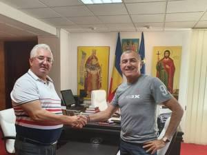 Primarul Ion Lungu si noul antrenor al Forestei, Petre Grigoras, cu care a discutat de meciul cu Dinamo