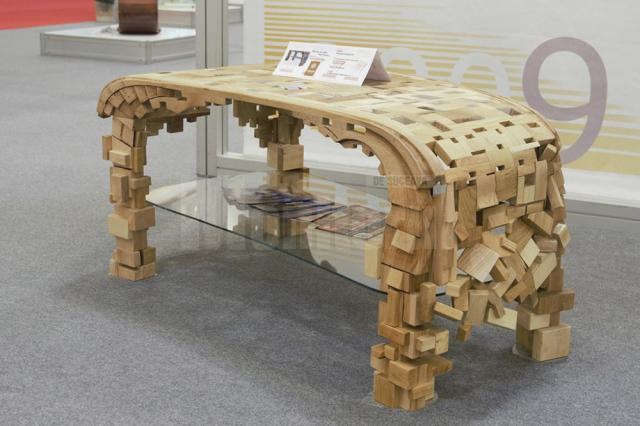 """Premiul de debut """"Young designer"""", pentru o piesă de mobilier sculptată de o elevă de clasa a XI-a"""