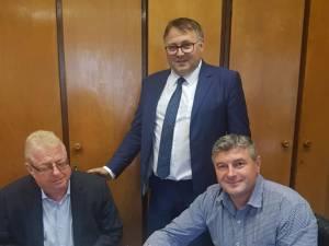 Cătălin Coman a semnat contractele de finanţare pentru două proiecte de modernizare a unor clădiri importante din Fălticeni