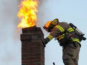 Pompierii avertizează privind importanța verificării și curățării coșurilor de fum în această perioadă