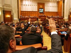 """Moțiunea de cenzură a fost adoptată, ieri, în plenul reunit al Parlamentului, cu 238 de voturi """"pentru"""". Foto: ziarmm.ro"""