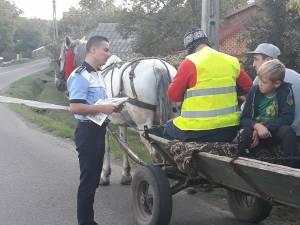Veste şi plăcuţe reflectorizante, distribuite de poliţişti căruţaşilor