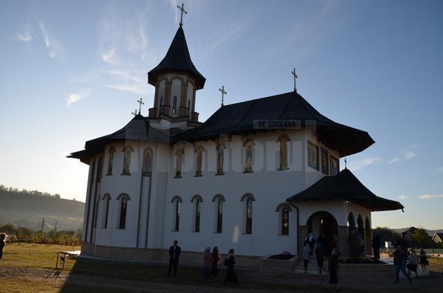 Biserica din parohia Dărmăneşti II a primit veşmântul sfinţirii