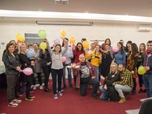 Membrii clubului Toastmasters Suceava se pregătesc pentru evenimentul important de sâmbătă