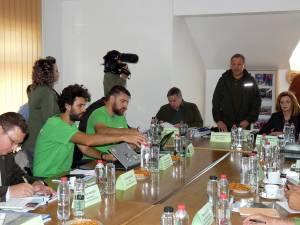 Discuțiile dintre reprezentanții Greenpeace România și conducerea RNP Romsilva, la sediul Ocolului Silvic Vama
