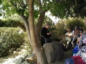 Ion Lungu la rugăciune in Grădina Ghetsimani din Ţara Sfântă