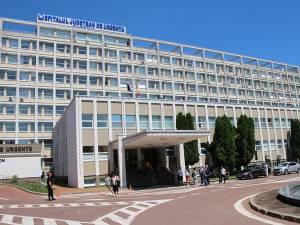 Corneliu Andronache a rămas internat în Spitalul Judeţean, dar sub pază asigurată de către poliţişti
