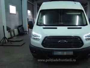 Microbuzul marca Ford Tranzit căutat de autorităţile din Europa de Vest