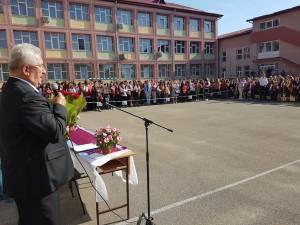 Primarul Ion Lungu a precizat că pentru acordarea burselor elevilor a fost prevăzută suma de 570.000 de lei