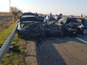 Cinci persoane au fost rănite în urma unui accident cu trei autoturisme implicate