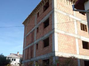 Bloc autorizat pentru doua etaje și mansardă pe strada Dionisie Para