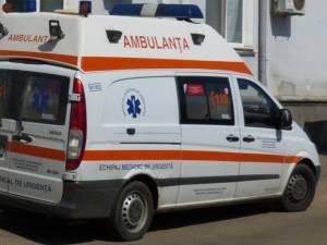Un echipaj al ambulanței l-a transportat pe rănit la UPU a Spitalului Județean Suceava