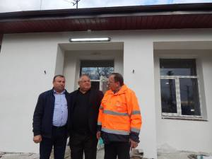 Gheorghe Flutur la şcoala din Roşcani