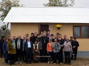 Preotul Vasile Florin Reuț, născut în satul Sf. Ilie, comuna Șcheia, a sprijinit construirea unei case pentru doi bătrâni necăjiți