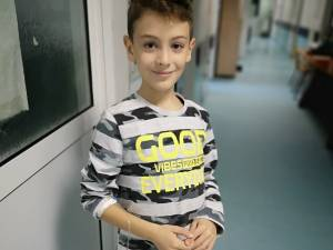 Un copil în vârstă de 8 ani a fost diagnosticat recent cu leucemie