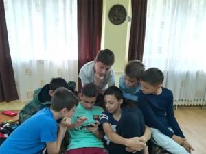 """Proiecte de tehnologie-programare pentru elevi, realizate de Școala Gimnazială Ipotești și """"Euroactiv"""" Suceava"""