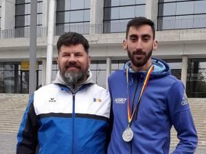 Antrenorul Radu Mihalescu, alături de vicecampionul naţional Andrei Gafiţa