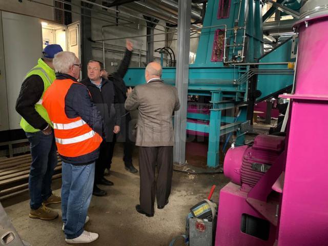 Gheorghe Flutur și Ilie Boncheș au participat la pornirea noului cazan al centralei termice din Vatra Dornei