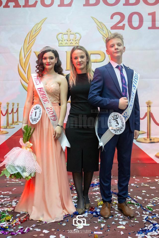 Mult râvnitele titluri de Miss şi Mister Boboc au fost acordate elevilor Casandra Pîţu şi George Tofan