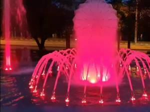 Fantana arteziana cu jocuri de lumini si apa din Parcul de la Policlinica Areni 2