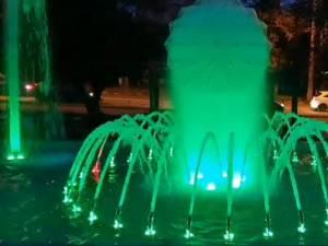 Fantana arteziana cu jocuri de lumini si apa din Parcul de la Policlinica Areni 3
