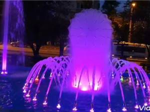 Fantana arteziana cu jocuri de lumini si apa din Parcul de la Policlinica Areni 4