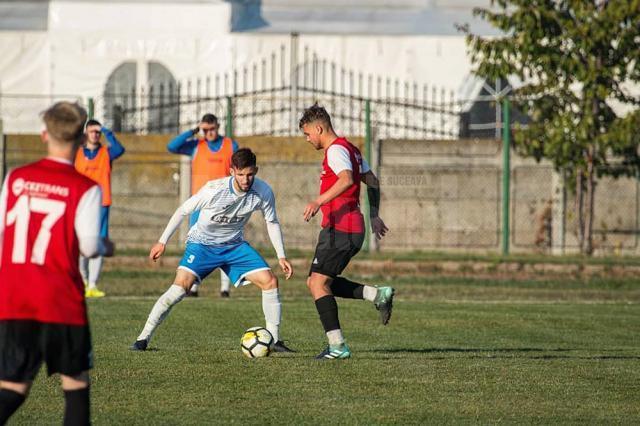 Andrei Mateiciuc, în dreapta imaginii, a reuşit o dublă pentru Somuz în partida cu CSM Paşcani
