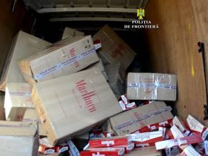 În interiorul microbuzului se afla o importantă cantitate de țigări de contrabandă