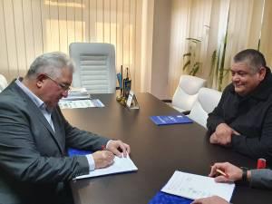 Contractul de realizare a unei grădinițe noi, moderne, semnat de primarul Sucevei, Ion Lungu, cu reprezentanții firmei Safe Steel SRL