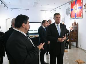 Preşedintele Klaus Iohannis, la Muzeul Bucovinei. Sursa foto: Preşedinţia României