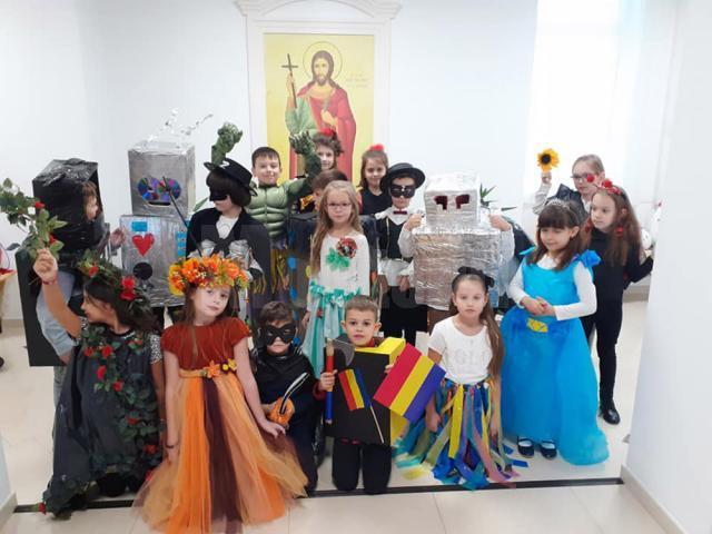 """Festivalul toamnei și parada costumelor Eco, la Școala Primară """"Sfântul Ioan cel Nou de la Suceava"""""""